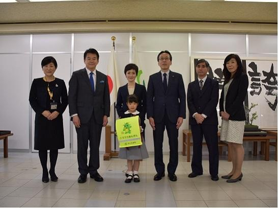 Calsonic Kansei Presents Traffic Safety Backpack Covers to New Students in All Saitama City Elementary Schools